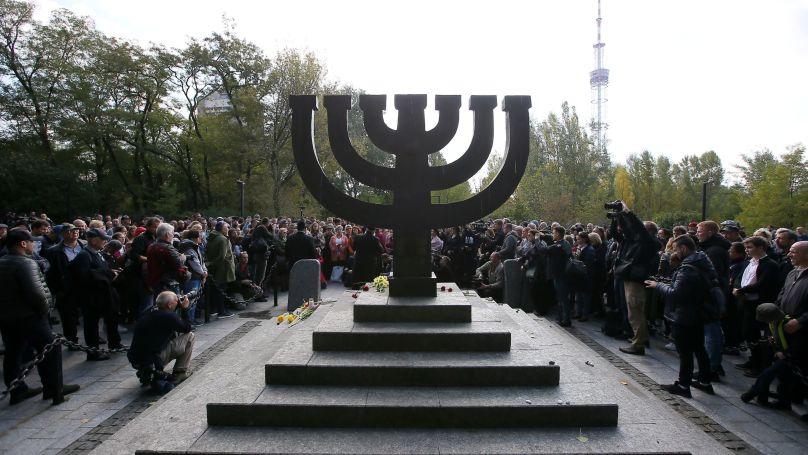 Monument Menorah à la mémoire des victimes des exécutions de masse à Babi Yar en 1941.