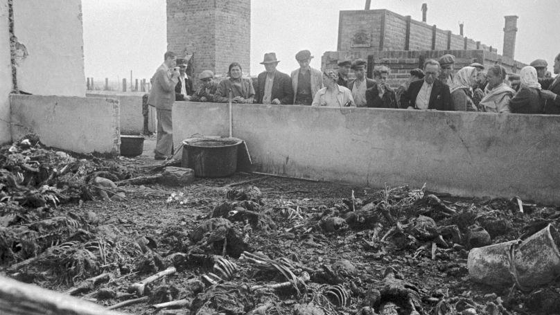 Sur le territoire du camp de concentration de Majdanek. Des restes des prisonniers du camp.