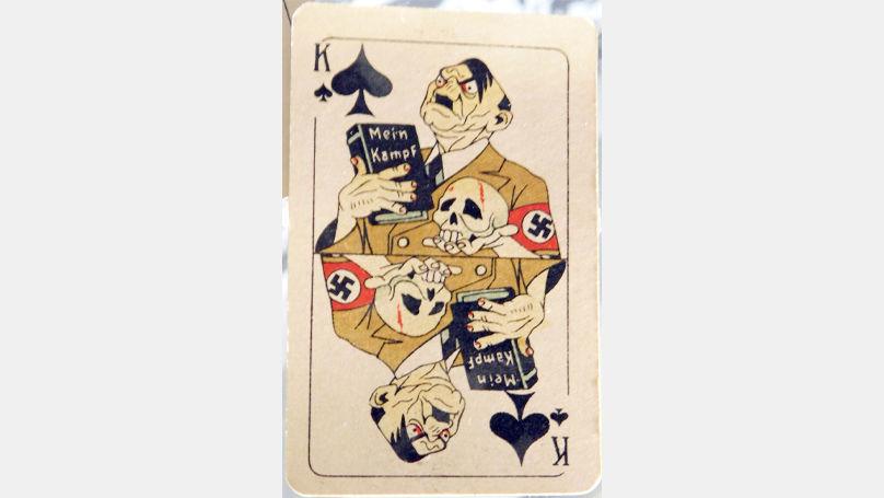 Le jeu de Vlassov était composé de caricatures des dirigeants nazis. Sur la photo: carte représentant Adolf Hitler