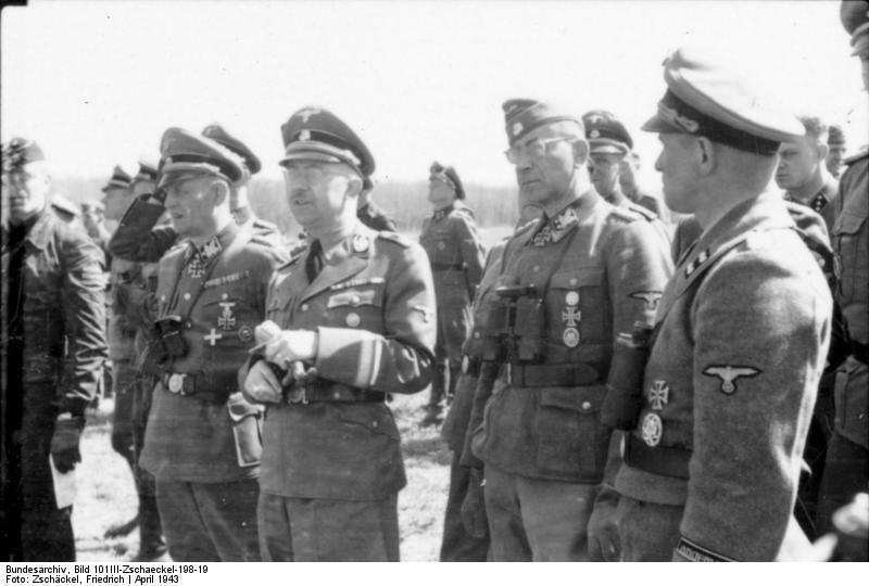 Reichsführer-SS Heinrich Himmler lors de son discours à l'université de Kharkov